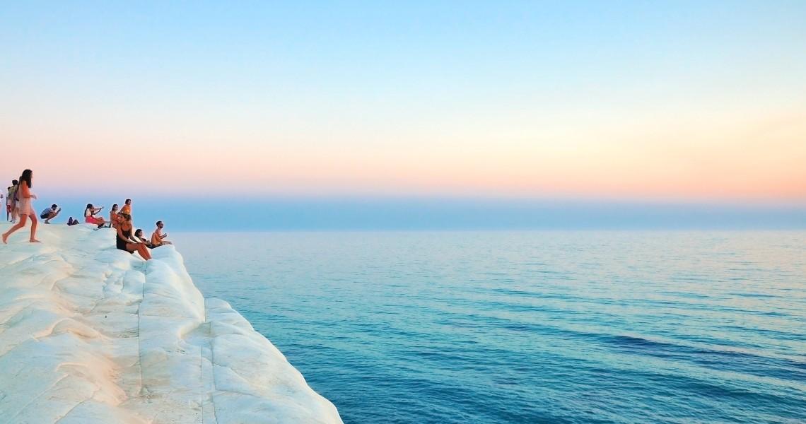 sea-cliffs-people